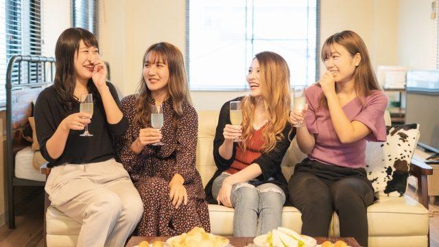 笑う女の子たち