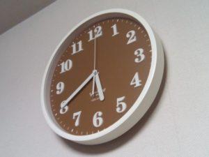 丸い掛け時計