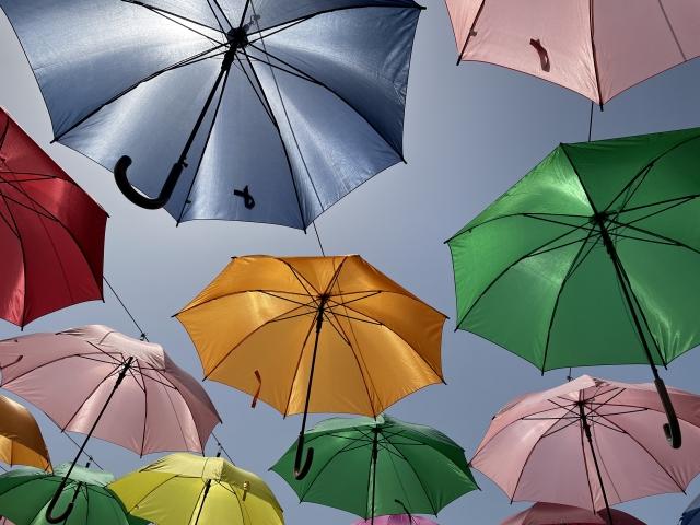 色とりどりの雨傘