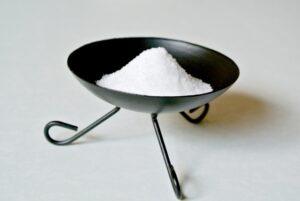 トイレの不浄な気を清める作用がある盛り塩